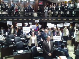 Diputados opositores protestaron contra la fiscal general en Parlamento (FOTO)