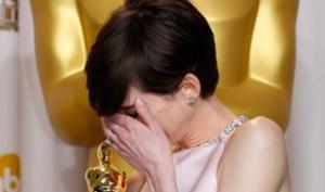 El sueño de Anne Hathaway se hace realidad con su primer Óscar