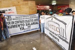 Universitarios protestan frente a Mintrabajo para exigir beneficios laborales (Fotos)