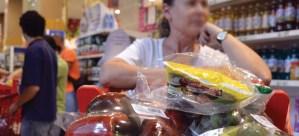 Salario retrocedió 7,6% por efecto de la inflación