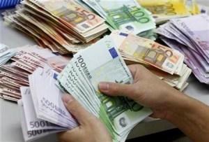 El euro avanza frente a un dólar debilitado por el empleo en EEUU