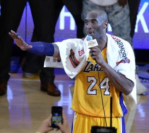 Subastan la toalla de Kobe Bryant por 33.000 dólares
