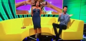 Chocomamacita desgarra su vestido en pleno twerking (video)
