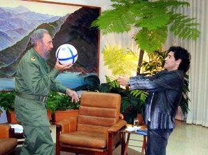 Maradona y Fidel, entre la política y la muerte: El astro argentino murió el mismo día que el dictador cubano