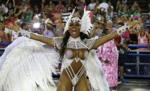 """El atuendo más """"porno"""" del Carnaval de Río lo tenía puesto esta chocomamacita (FOTOS)"""