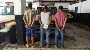 Polimiranda detiene a tres antisociales por el robo de un vehículo y el homicidio de dos personas