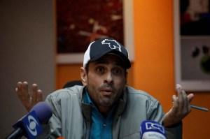 Capriles planea retirar su candidatura al show electoral, según Crónica Uno