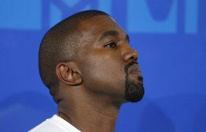 """Kanye West se """"reinventa"""" y cambia su nombre"""