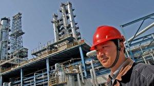 China vuelve a recortar cuotas de importación de petróleo a las refinerías independientes