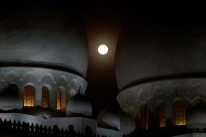 La luna de sangre comienza a dominar el cielo en el eclipse más largo del siglo (FOTOS)