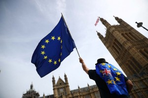 May pedirá a legisladores votar sobre segundo referendo de Brexit