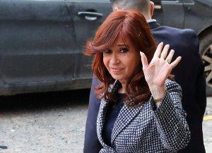 Cristina Fernández de Kirchner niega cargos y considera su juicio una cortina de humo