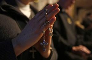 De algo hay que aferrarse: Cultivar el espíritu y la fe ayudan con la crisis