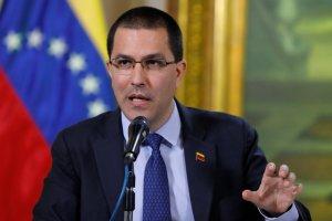 Arreaza dice que Holmes Trujillo utiliza crisis venezolana para evitar hablar de conflictos colombianos