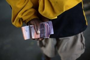 El salario mínimo venezolano llega a su punto más bajo en la historia