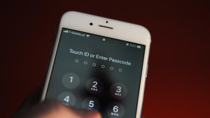 ¿Te están espiando el celular? Te damos las claves para descubrirlo