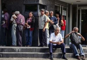 """Maduro promete medio petro a pensionados para sus """"compras"""" de diciembre"""