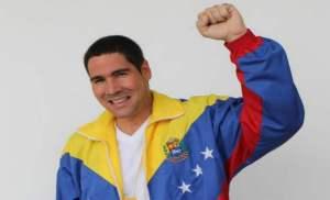 Winston Vallenilla y su esposa felicitaron a Maduro con un cuadro más feo que él (Video)