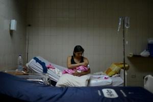 Pacientes crónicos mueren y la ayuda humanitaria no llega