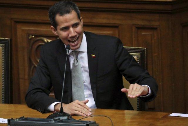 El líder de la oposición venezolana Juan Guaido, a quien muchas naciones han reconocido como el legítimo gobernante interino del país, habla en una reunión con empleados públicos en la Asamblea Nacional en Caracas, Venezuela, el 8 de abril de 2019. REUTERS / Ivan Alvarado