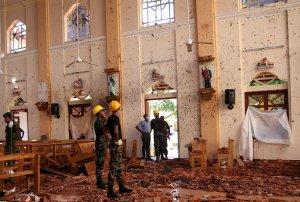 Familiares y supervivientes conmemoran un mes de los atentados de Sri Lanka