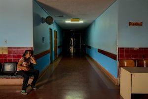Pacientes crónicos venezolanos ven lejana la ayuda humanitaria