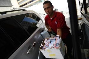 Venezuela, donde un huevo y 93,3 millones de litros de gasolina cuestan igual