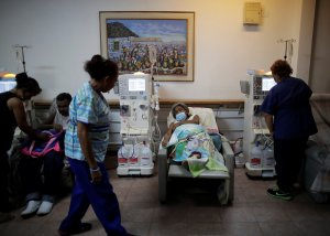 Pacientes de diálisis en Venezuela enfrentan un destino incierto por los apagones (Fotos)