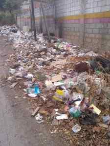 El municipio Guaicaipuro repleto permanentemente de basura y escombros