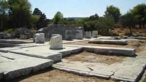 Descubren un santuario de la diosa Némesis bajo un antiguo teatro en Grecia