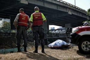 Hallan cadáver de hombre en el río Guaire a la altura de Bello Monte #20May (FOTOS)