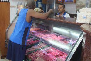 En Vargas un kilo de chuleta cuesta más de una quincena