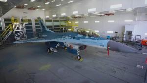 EN VIDEO: Fuerzas Armadas de EEUU muestran cómo disfrazan un caza F-16 como un Su-57 ruso