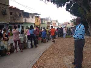 EN FOTOS: Las inmensas colas por gas en el barrio Pinto Salinas #21May