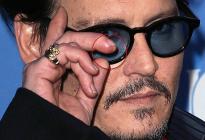 Johnny Deep demandó a su ex por usar una botella rota para mocharle... el dedo (Foto Sensible)
