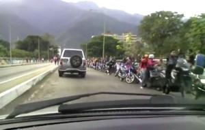 La cola de motorizados más grande de Venezuela está en Mérida… y es para echar gasolina (VIDEO) #21May