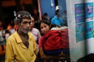 Cientos de migrantes venezolanos se encuentran varados en la frontera de Perú con Chile