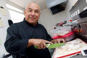 De fiscal en Venezuela a ayudante de cocina: Empezar de cero a los 50 años (Fotos)