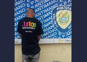 """PNB frustra robo de un hombre que usaba la camisa """"Juntos todo es posible"""" (Foto)"""