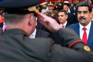 Asfixia, descargas y palizas… el plan terror de Nicolás Maduro contra los militares