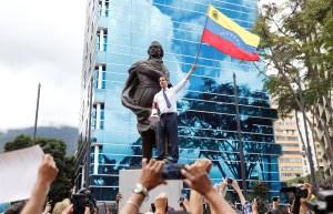 """""""Nadie de cuclillas"""": El temazo que recordó Guaidó para emancipar la lucha en las calles"""