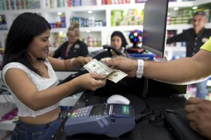 """Nicolás Maduro """"no ve mal"""" que el país esté dolarizado (Video)"""