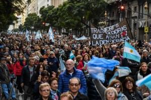 Partidarios de Macri marchan en apoyo a su reelección en Argentina