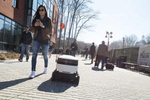 Estos pequeños robots con ruedas repartirán comida en universidades de EEUU (Fotos)