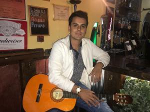 ALnavío: Un exmiembro del Grupo Salserín de Venezuela abre bar en Madrid y planea regresar a los escenarios
