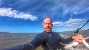 Capta un meteorito surcando los cielos mientras se graba haciendo kitesurf (video)