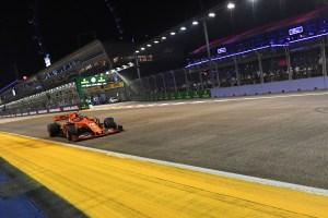 Leclerc da a Ferrari una inesperada pole en Singapur