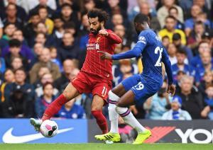 El Liverpool tira de estrategia para batir al Chelsea y alarga su pleno