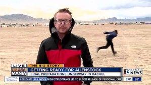 VIRAL: Este hombre corriendo como Naruto es lo mejor del #Area51storm (VIDEO)