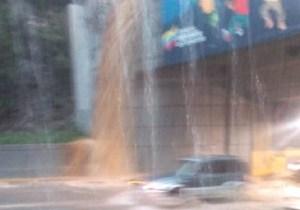 Los Boquerones I y II de la Caracas-La Guaira parecen unos coladores y no aguantan un palo de agua más (Video)